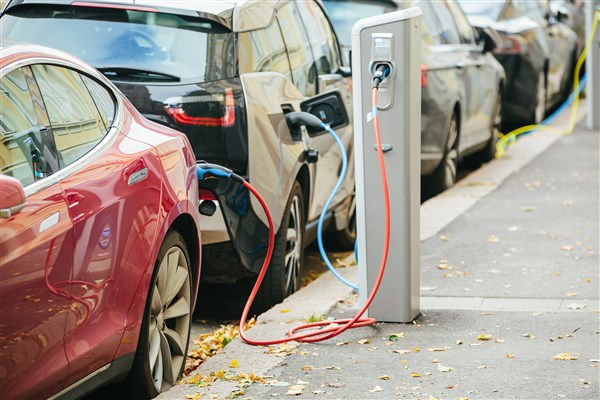 Electric vehicles and engine oils market